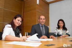 Evanisa Nunes, da ESE, José Luiz Mota, Caburé, e Simone Chaves, da ESE, no momento da assinatura do contrato de parceria | Foto: Guilherme Testa/JRS Comunicação